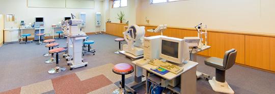 信田眼科医院は最新の検査機器を使用して新発田の皆様に寄り添う治療を心がけています